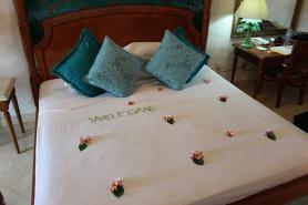 Vyzdobený pokoj v seychelském hotelu