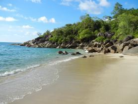 Seychely a jedna z pláží