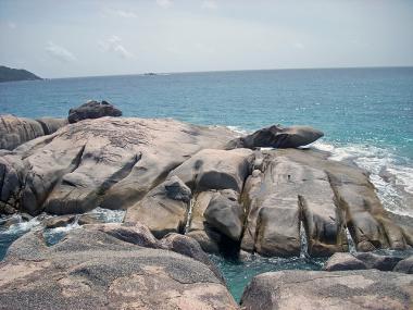 Pobřeží seychelského ostrova Félicité